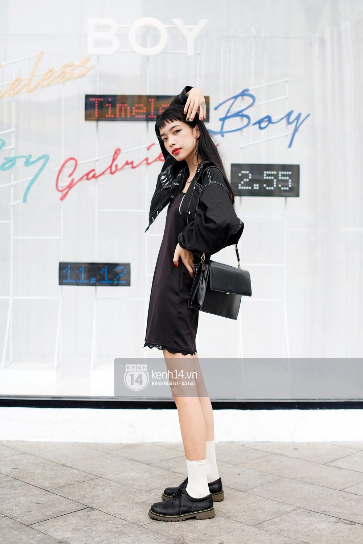 Street style 2 miền: Sài Gòn cool ngầu phá cách bao nhiêu, Hà Nội lại đơn giản nữ tính bấy nhiêu - Ảnh 1.