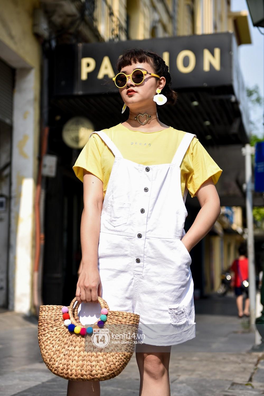 Street style 2 miền: Sài Gòn cool ngầu phá cách bao nhiêu, Hà Nội lại đơn giản nữ tính bấy nhiêu - Ảnh 16.