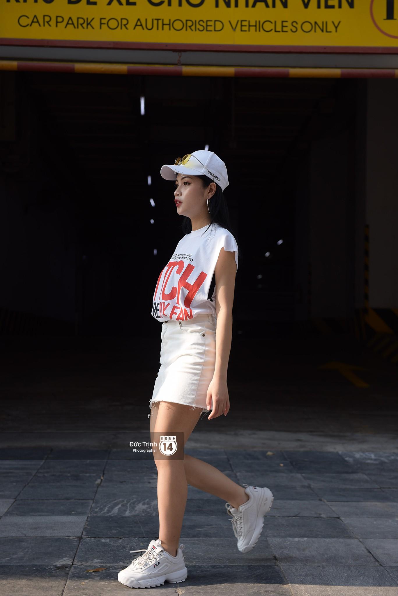 Street style 2 miền: Sài Gòn cool ngầu phá cách bao nhiêu, Hà Nội lại đơn giản nữ tính bấy nhiêu - Ảnh 11.