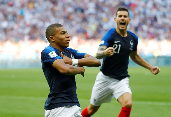 Sao trẻ 19 tuổi Kylian Mbappe sánh ngang huyền thoại Pele sau màn huỷ diệt Argentina - Ảnh 1.
