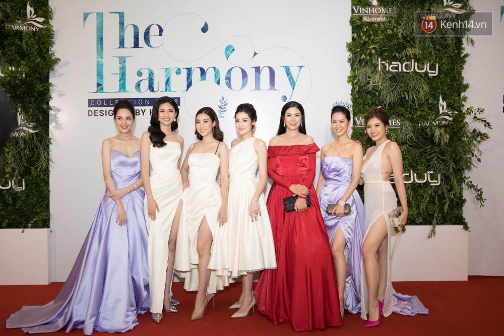 Cùng một thảm đỏ: Hoa hậu chuyển giới Hương Giang lấn át hẳn dàn Hoa hậu, Á hậu về cả thần thái lẫn độ sexy - Ảnh 1.