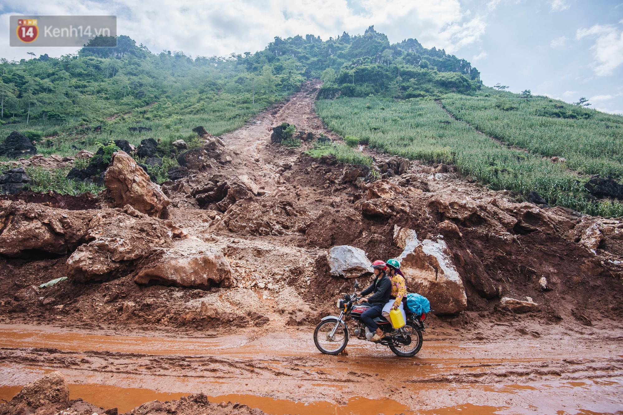 Trận lũ đau thương ở Hà Giang trong vòng 10 năm qua: Giờ đâu còn nhà nữa, mất hết, lũ cuốn trôi hết rồi... - Ảnh 2.