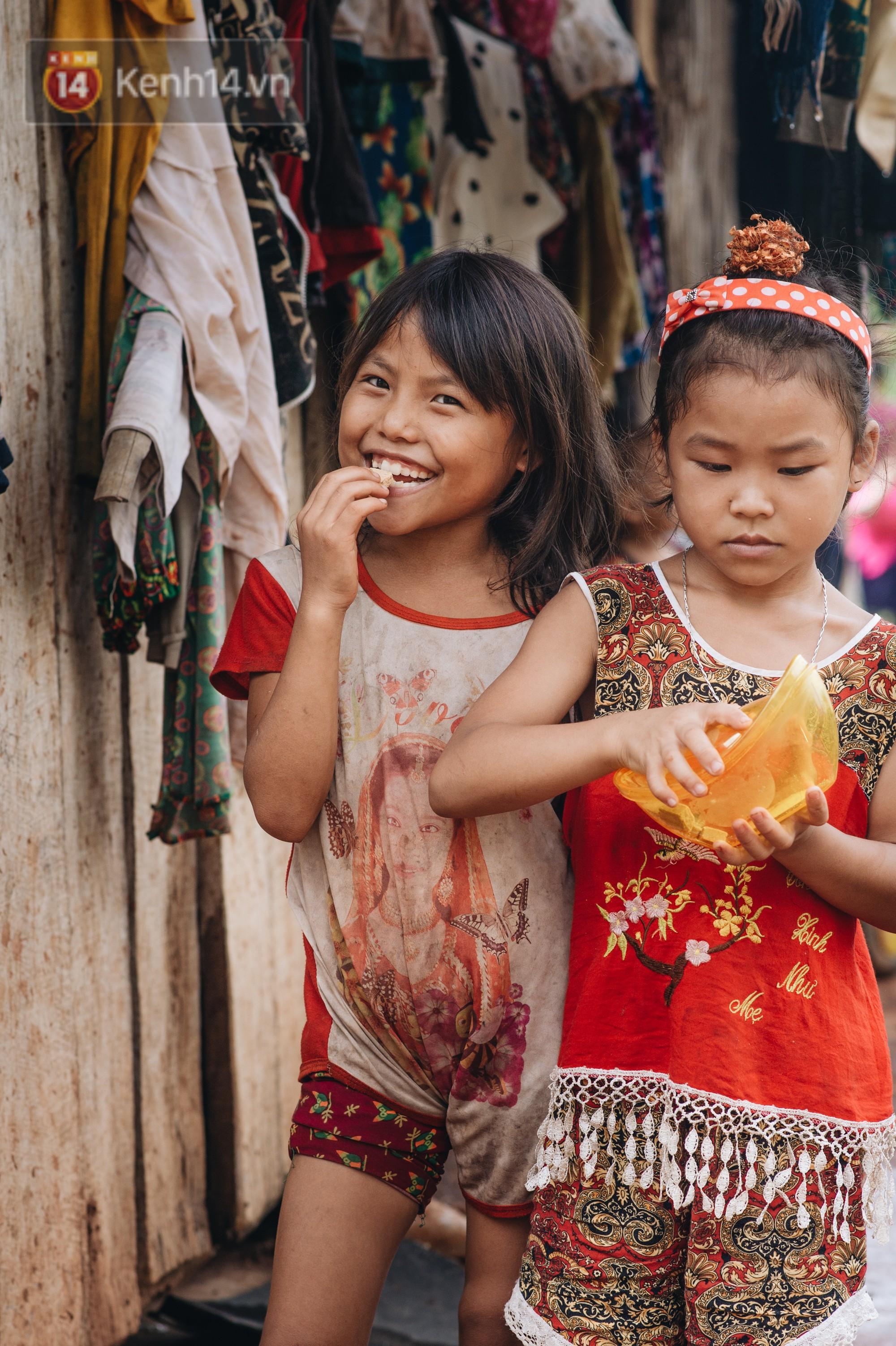 Ánh mắt kiên cường và nụ cười hồn nhiên của trẻ em Hà Giang sau trận lũ đau thương khiến 5 người chết, hàng trăm ngôi nhà đổ nát - Ảnh 8.