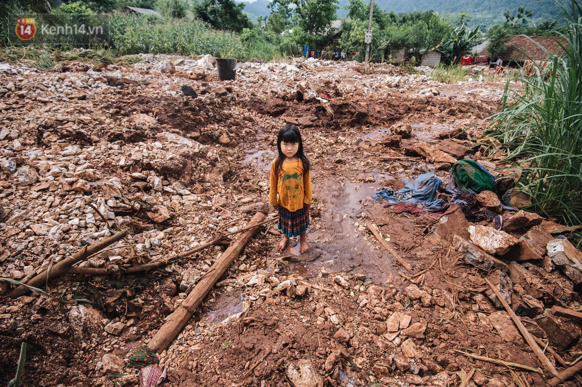 Trận lũ đau thương ở Hà Giang trong vòng 10 năm qua: Giờ đâu còn nhà nữa, mất hết, lũ cuốn trôi hết rồi... - Ảnh 4.