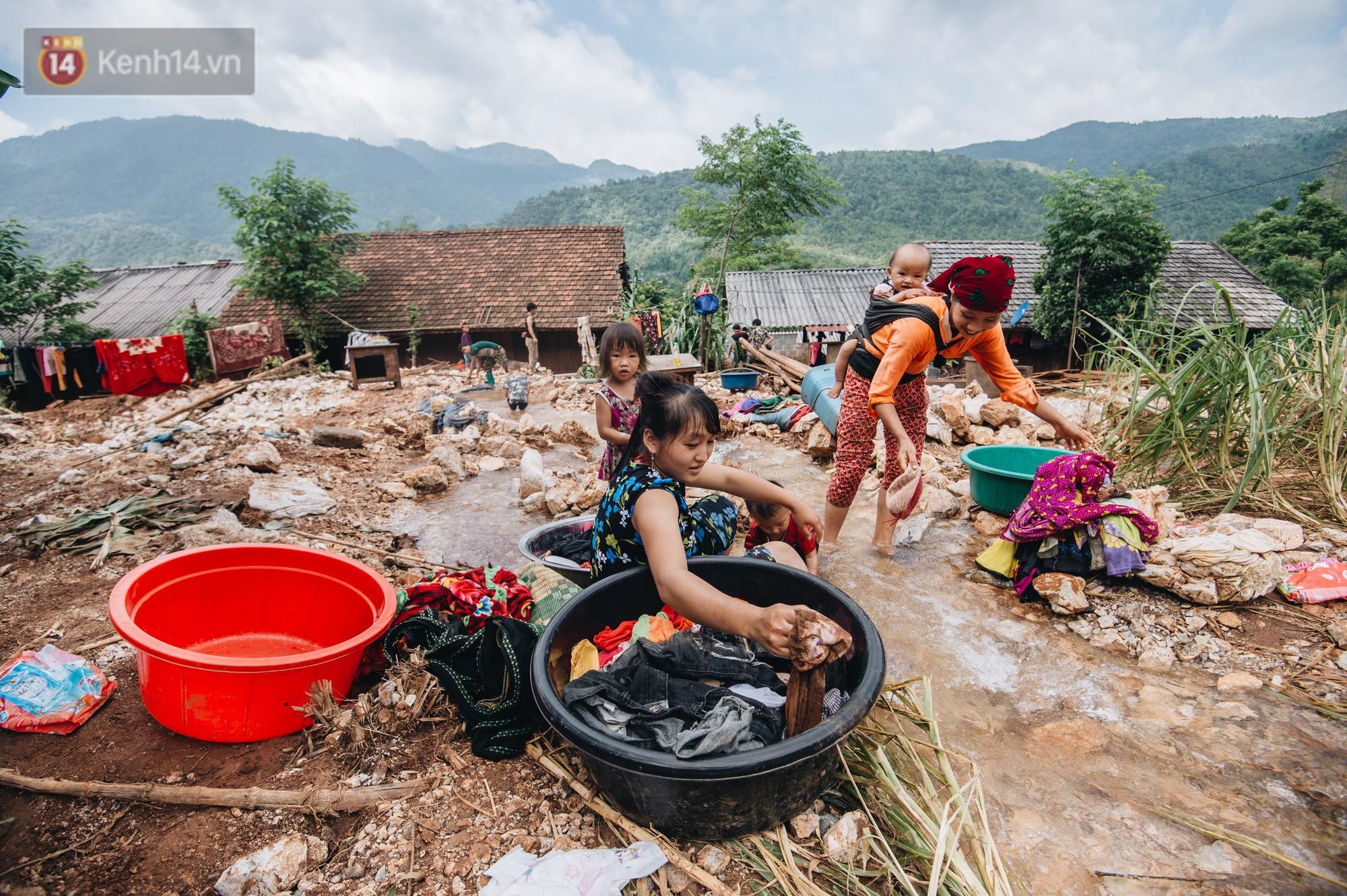 Ánh mắt kiên cường và nụ cười hồn nhiên của trẻ em Hà Giang sau trận lũ đau thương khiến 5 người chết, hàng trăm ngôi nhà đổ nát - Ảnh 11.