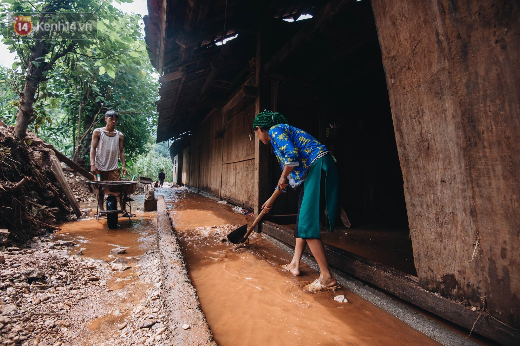 Trận lũ đau thương ở Hà Giang trong vòng 10 năm qua: Giờ đâu còn nhà nữa, mất hết, lũ cuốn trôi hết rồi... - Ảnh 5.