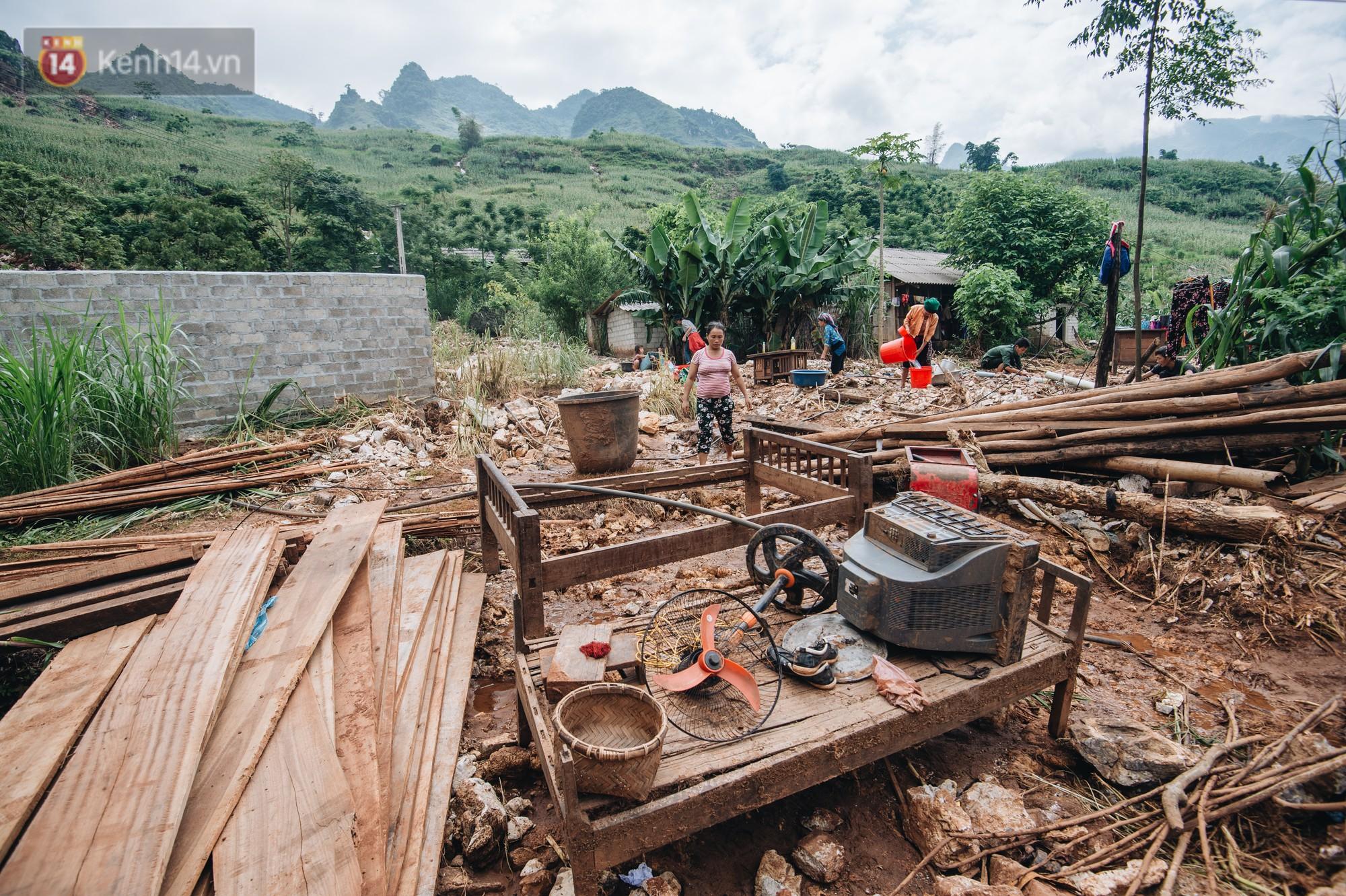 Ánh mắt kiên cường và nụ cười hồn nhiên của trẻ em Hà Giang sau trận lũ đau thương khiến 5 người chết, hàng trăm ngôi nhà đổ nát - Ảnh 2.