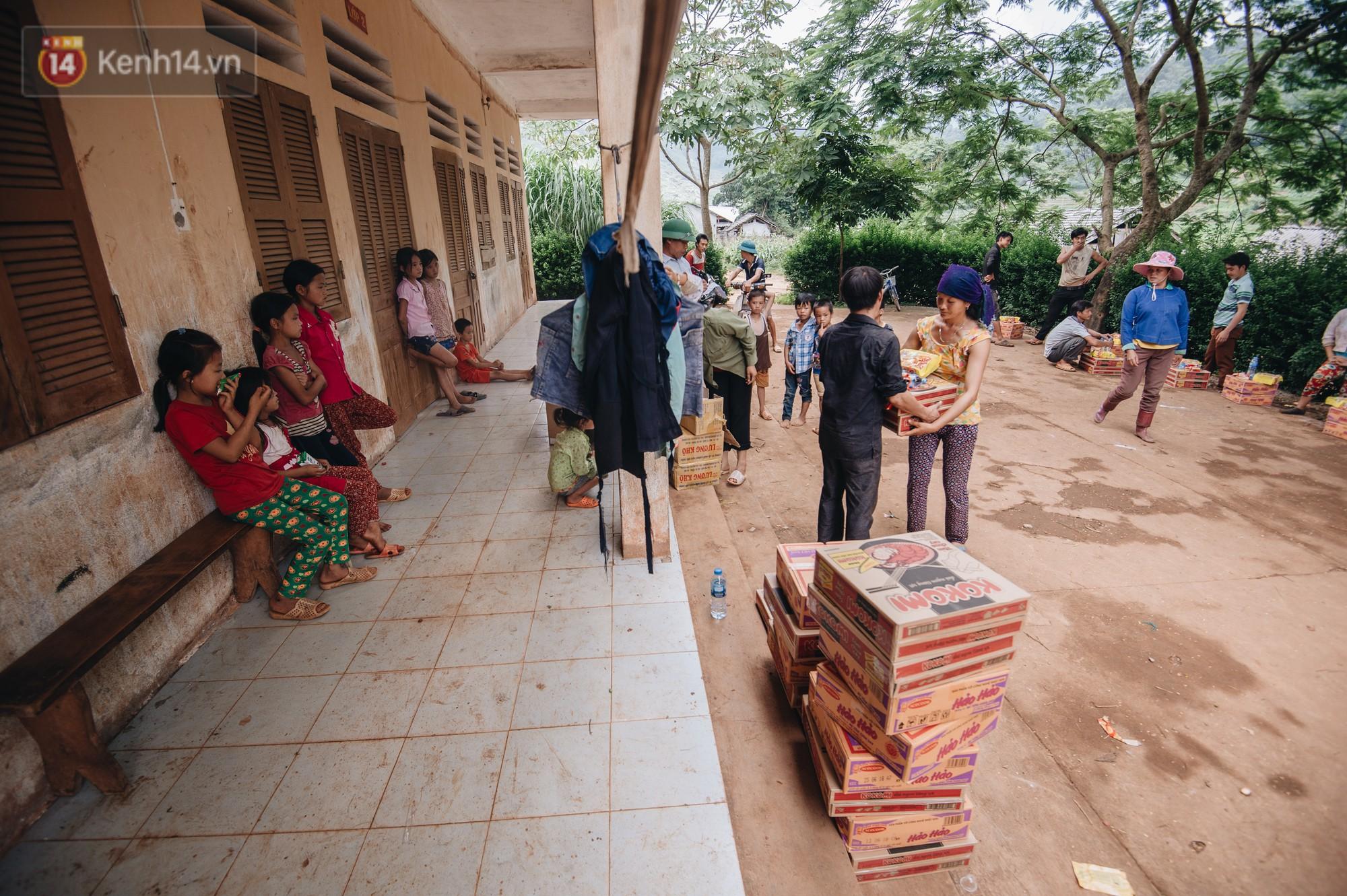 Ánh mắt kiên cường và nụ cười hồn nhiên của trẻ em Hà Giang sau trận lũ đau thương khiến 5 người chết, hàng trăm ngôi nhà đổ nát - Ảnh 5.
