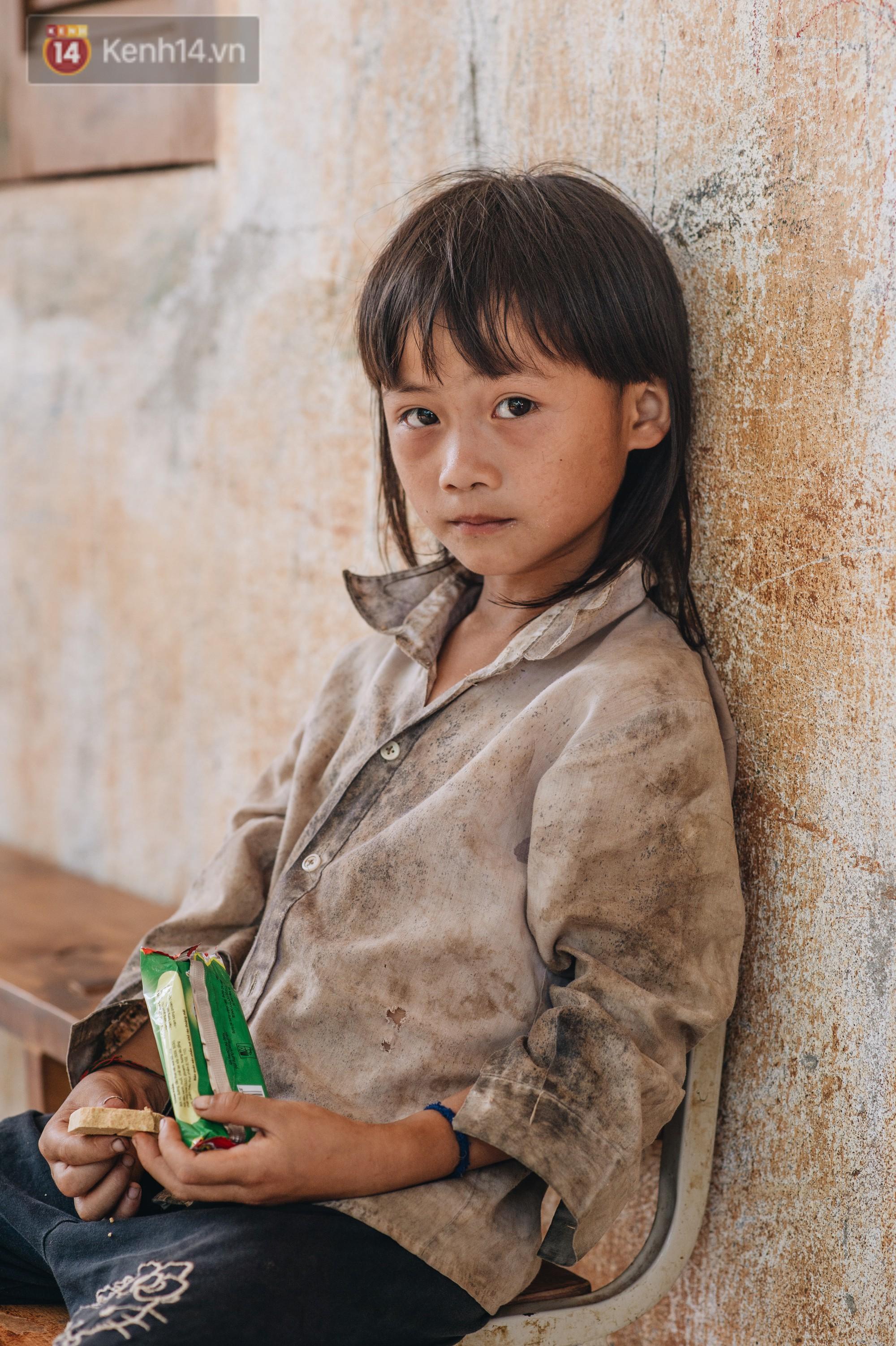 Ánh mắt kiên cường và nụ cười hồn nhiên của trẻ em Hà Giang sau trận lũ đau thương khiến 5 người chết, hàng trăm ngôi nhà đổ nát - Ảnh 10.