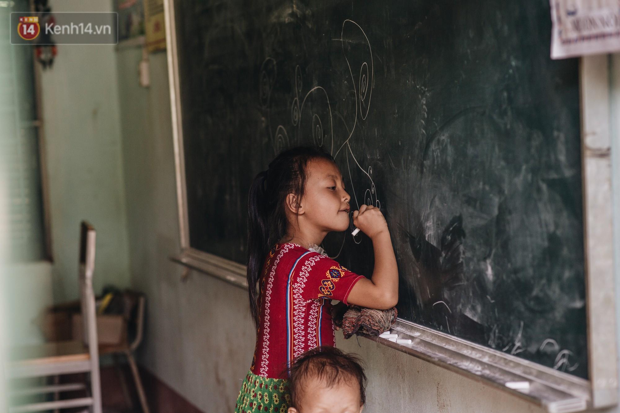 Ánh mắt kiên cường và nụ cười hồn nhiên của trẻ em Hà Giang sau trận lũ đau thương khiến 5 người chết, hàng trăm ngôi nhà đổ nát - Ảnh 7.