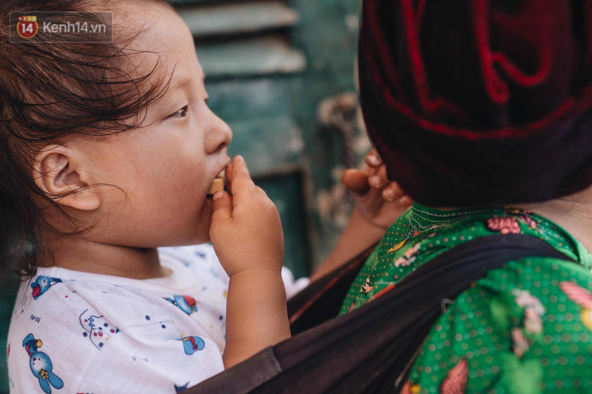 Ánh mắt kiên cường và nụ cười hồn nhiên của trẻ em Hà Giang sau trận lũ đau thương khiến 5 người chết, hàng trăm ngôi nhà đổ nát - Ảnh 9.