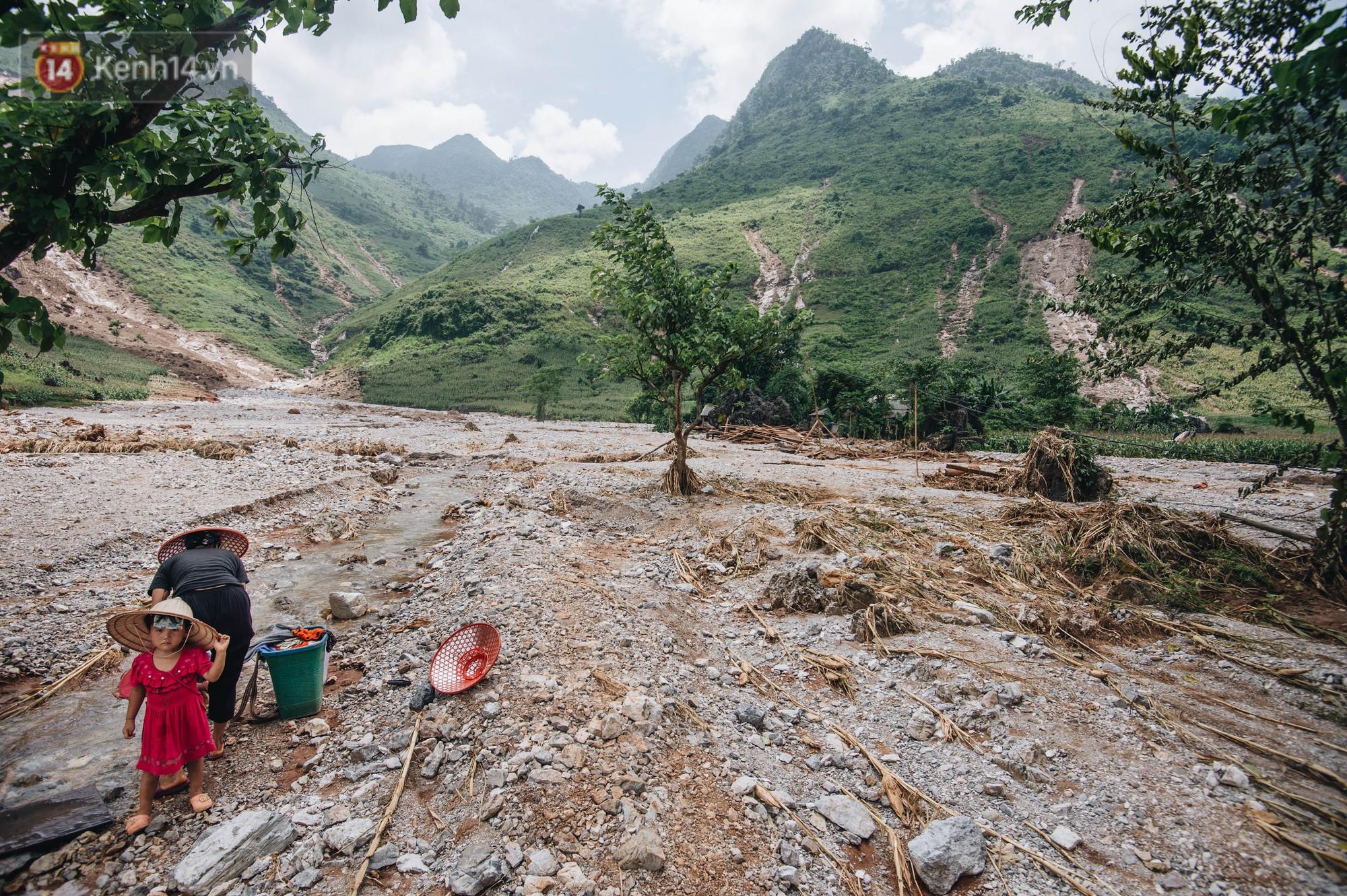 Trận lũ đau thương ở Hà Giang trong vòng 10 năm qua: Giờ đâu còn nhà nữa, mất hết, lũ cuốn trôi hết rồi... - Ảnh 7.