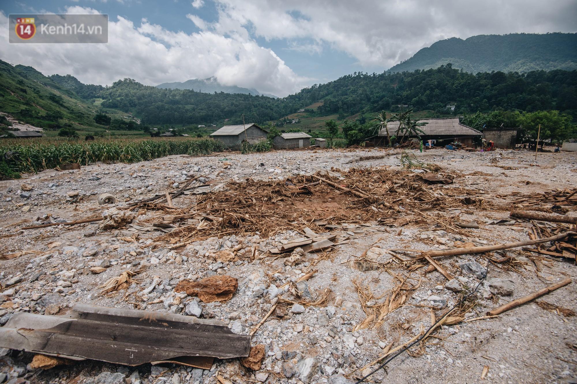 Trận lũ đau thương ở Hà Giang trong vòng 10 năm qua: Giờ đâu còn nhà nữa, mất hết, lũ cuốn trôi hết rồi... - Ảnh 8.