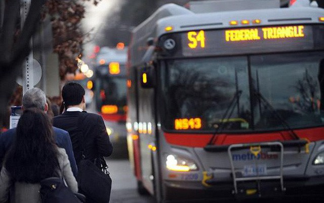 Vì sao bạn đợi mãi chẳng thấy xe bus nhưng lúc sau lại có tận 2 chiếc cùng tới? Tất cả đều có thể giải thích được bằng toán học chứ không phải do tắc đường - Ảnh 1.