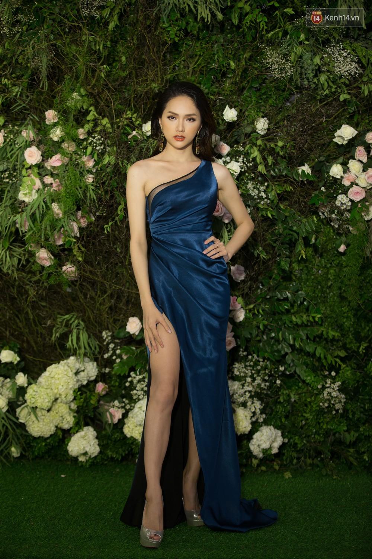 Cùng một thảm đỏ: Hoa hậu chuyển giới Hương Giang lấn át hẳn dàn Hoa hậu, Á hậu về cả thần thái lẫn độ sexy - Ảnh 4.