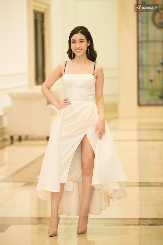 Cùng một thảm đỏ: Hoa hậu chuyển giới Hương Giang lấn át hẳn dàn Hoa hậu, Á hậu về cả thần thái lẫn độ sexy - Ảnh 2.
