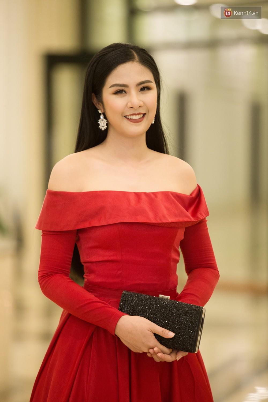 Cùng một thảm đỏ: Hoa hậu chuyển giới Hương Giang lấn át hẳn dàn Hoa hậu, Á hậu về cả thần thái lẫn độ sexy - Ảnh 8.