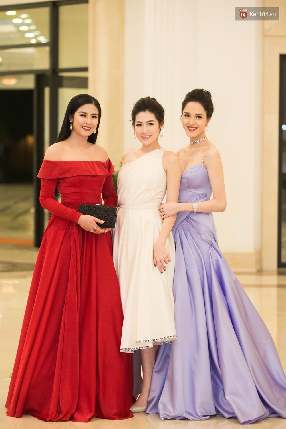Cùng một thảm đỏ: Hoa hậu chuyển giới Hương Giang lấn át hẳn dàn Hoa hậu, Á hậu về cả thần thái lẫn độ sexy - Ảnh 9.