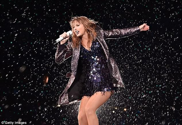 Taylor Swift gây xúc động với bài phát biểu gửi đến cộng đồng LGBT: Các bạn thật dũng cảm - Ảnh 1.