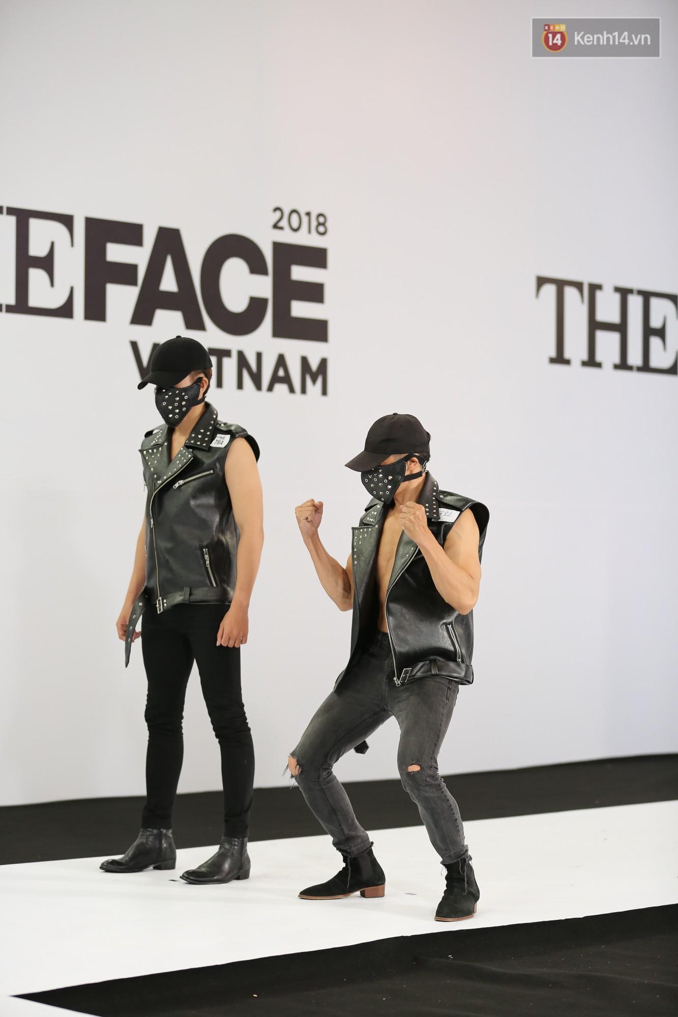 The Face thi hình thể: Trai xinh gái đẹp khoe body hấp dẫn, có thí sinh đầu tiên ngất xỉu - Ảnh 13.