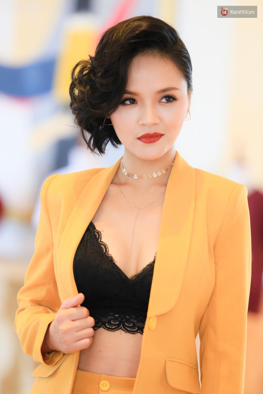 Vào vai gái làng chơi, dàn sao nữ phim Quỳnh búp bê đồng loạt khoe ngực táo bạo trong họp báo - Ảnh 10.