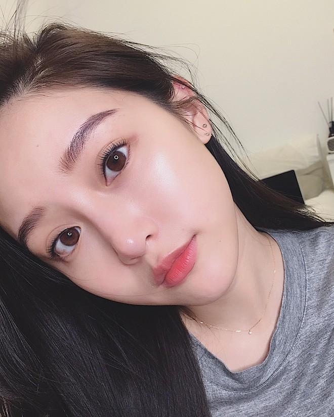 Con gái Hàn da đẹp mượt mà là nhờ đắp thêm 2 miếng bông tẩy trang trước khi đánh kem nền hoặc cushion - Ảnh 3.