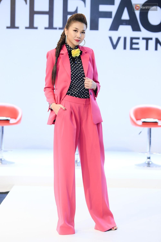 """Thanh Hằng đeo đồng hồ 2 tỷ, Võ Hoàng Yến """"ton sur ton"""" Nam Trung tại casting The Face ở Hà Nội - Ảnh 2."""