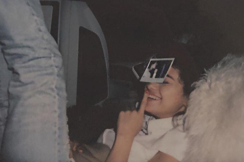 MV mới của Selena: Xoay quanh chuyện tình tan hợp với trai đẹp na ná Justin nhưng có vài điểm phi logic - Ảnh 4.