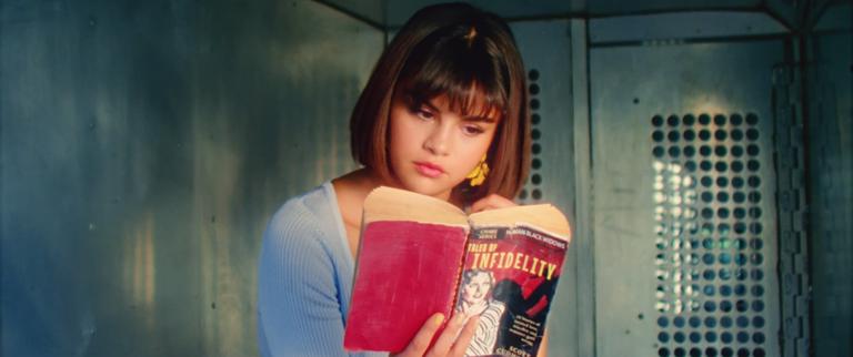 MV mới của Selena: Xoay quanh chuyện tình tan hợp với trai đẹp na ná Justin nhưng có vài điểm phi logic - Ảnh 2.