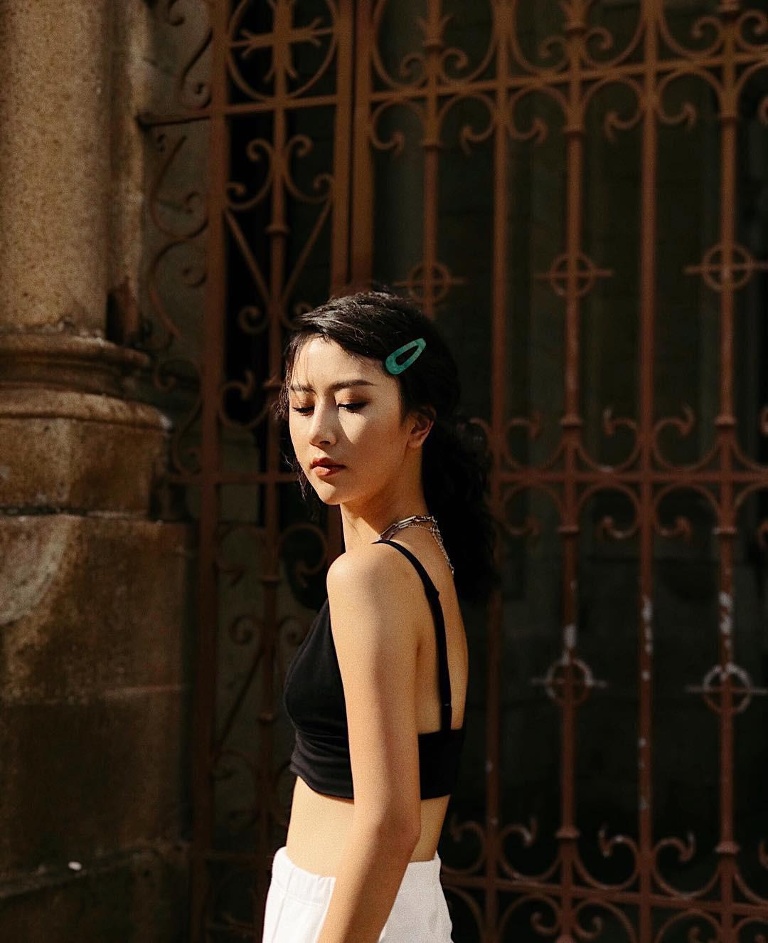 Kẹp tóc màu sắc từ thời ơ kìa bỗng hot trở lại, hot girl Hàn - Việt đều thi nhau dùng - Ảnh 1.