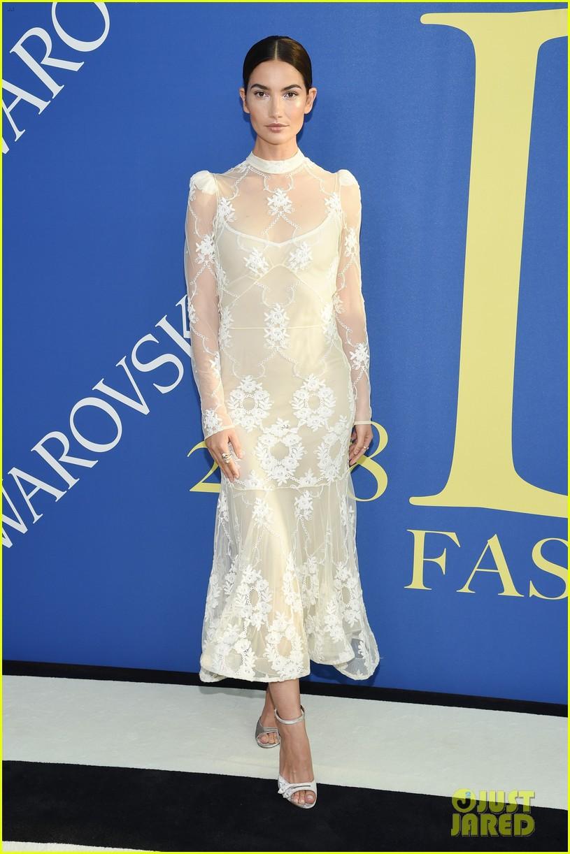 lily-aldridge-alessandra-ambrosio-cfda-fashion-awards-10-1528161273142304365386.jpg
