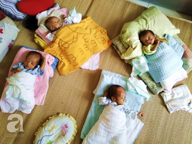 """Mẹ trẻ ở Nghệ An bất chấp lời khuyên của bác sĩ giữ lại tứ thai: """"Trời cho rồi, nhất quyết không bỏ - Ảnh 1."""