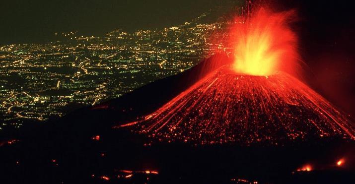 Núi lửa phun trào đáng sợ như vậy nhưng tại sao nhiều người vẫn chọn ở ngay gần chúng - Ảnh 2.