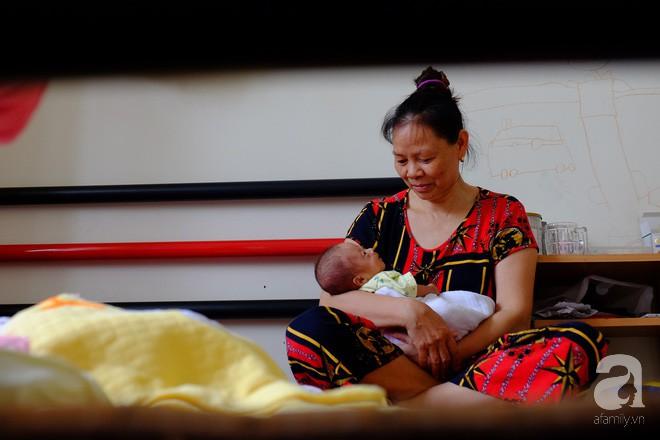 """Mẹ trẻ ở Nghệ An bất chấp lời khuyên của bác sĩ giữ lại tứ thai: """"Trời cho rồi, nhất quyết không bỏ - Ảnh 9."""