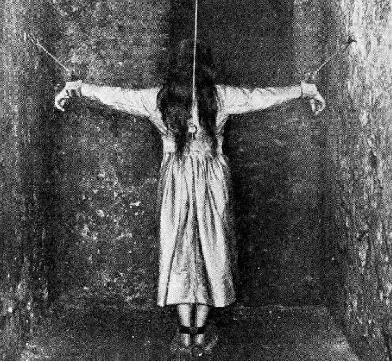 Những bức ảnh tư liệu từ thế kỷ 20, trải qua ngót 100 năm lại trở nên tà mị bất ngờ - Ảnh 14.