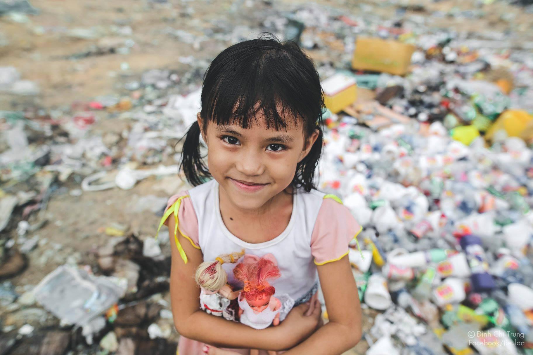 Chuyện của cô bé 9 tuổi sống ở bãi rác Phú Quốc và chàng kỹ sư nông nghiệp đi khắp đất nước kể chuyện trẻ thơ - Ảnh 2.