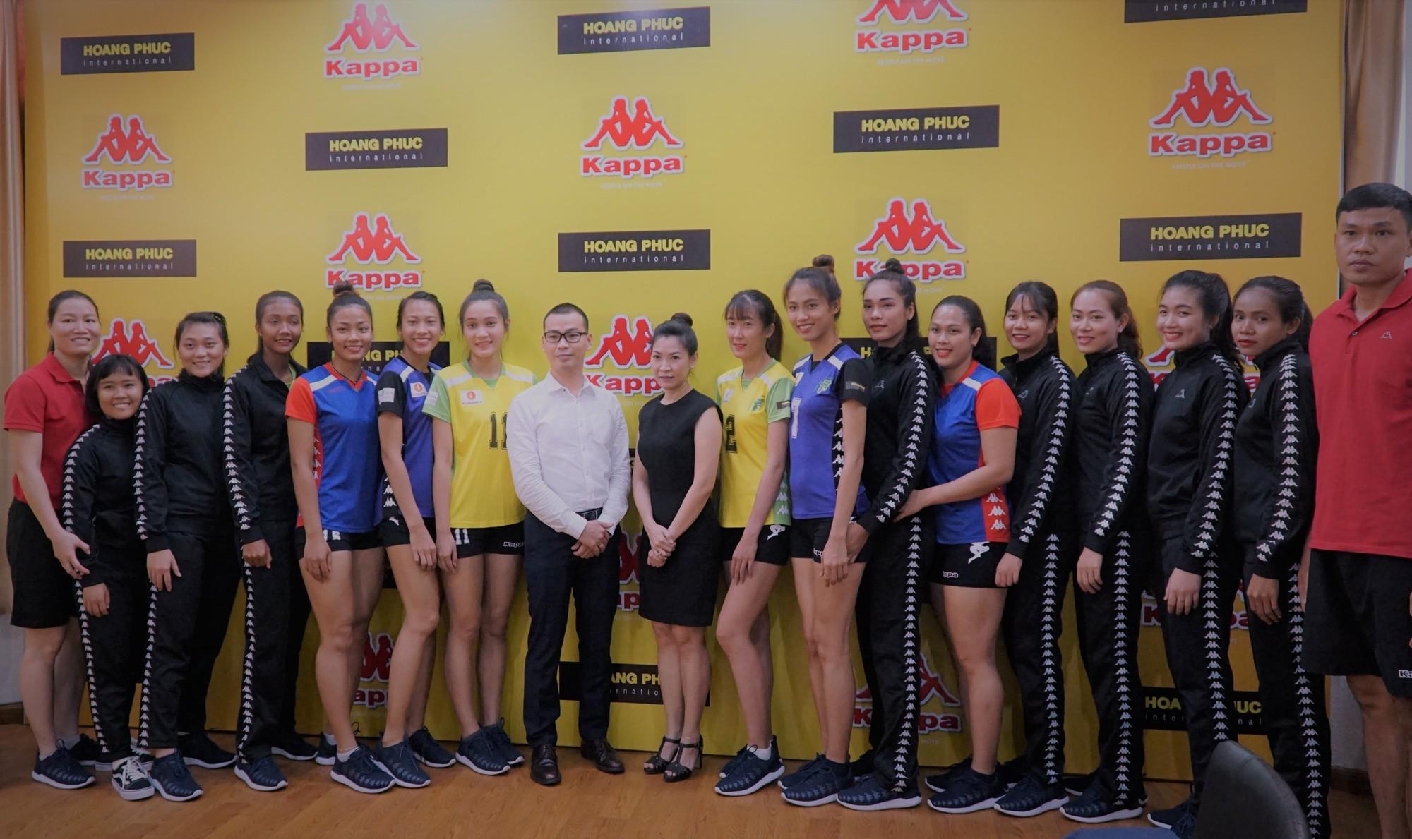 Bóng chuyền nữ TPHCM có nhà tài trợ trang phục mới - Ảnh 1.