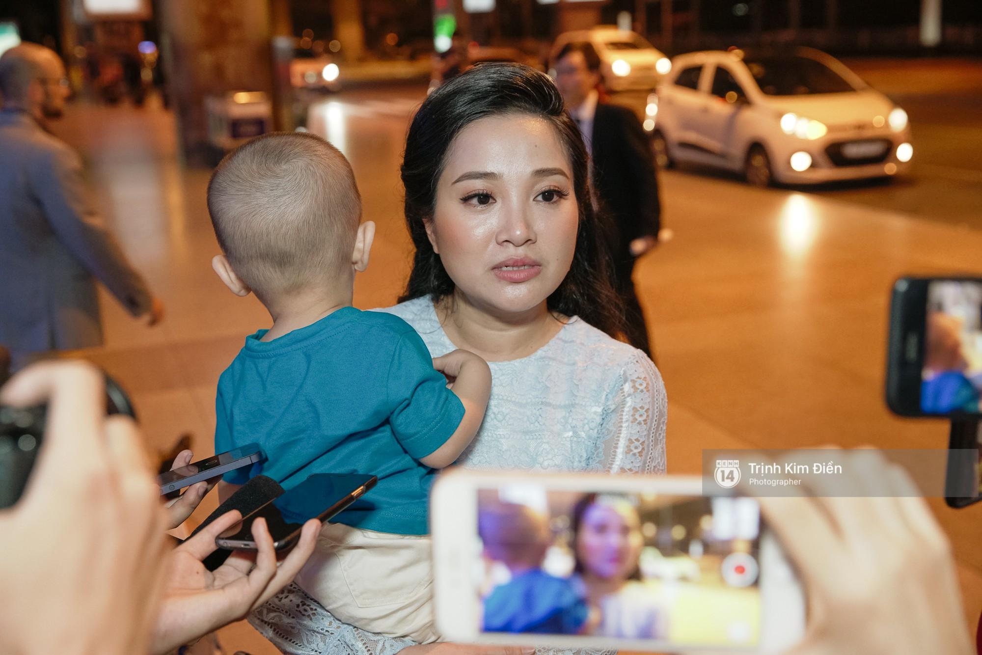 Clip: Niềm tự hào của Việt Nam Quốc Cơ - Quốc Nghiệp về nước trong vòng vây của người hâm mộ - Ảnh 2.