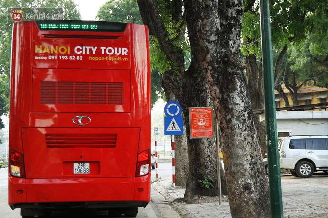 Sau một tuần lăn bánh, xe buýt mui trần giá vé 300 nghìn đồng/4 tiếng đìu hiu khách ở Hà Nội - Ảnh 6.