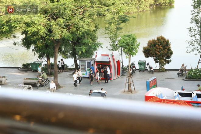 Sau một tuần lăn bánh, xe buýt mui trần giá vé 300 nghìn đồng/4 tiếng đìu hiu khách ở Hà Nội - Ảnh 4.