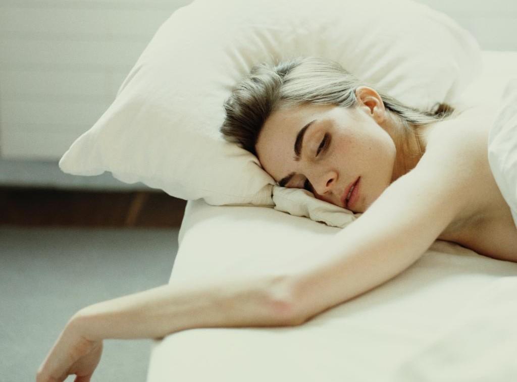 Kết quả hình ảnh cho ngủ nằm sấp có tốt không