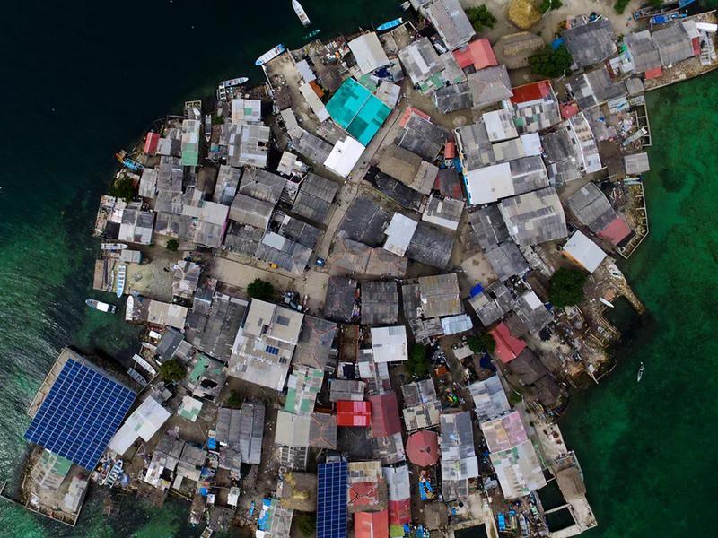 Ghé thăm hòn đảo đông dân nhất thế giới: Diện tích chỉ gần bằng 2 sân bóng đá, thiếu thốn trăm bề nhưng cuộc sống yên bình đến nỗi người dân đi ngủ không cần khóa cửa - Ảnh 2.