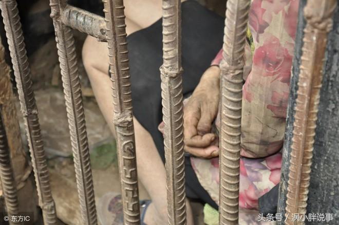 Trung Quốc: Chua xót mẹ già nhốt con gái trong lồng gỗ vì căn bệnh lạ - Ảnh 4.