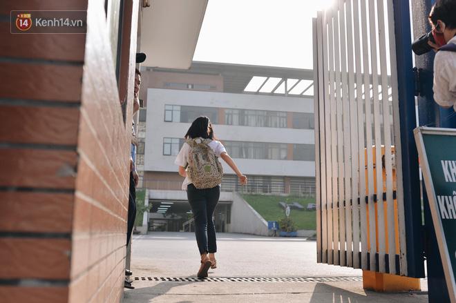 Ngày đầu thi tuyển sinh lớp 10 2018 Hà Nội: Kỳ thi khó hơn thi đại học - Ảnh 9.