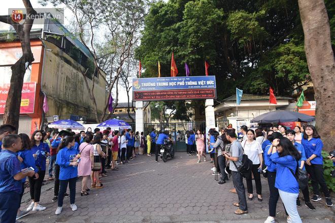 Ngày đầu thi tuyển sinh lớp 10 2018 Hà Nội: Kỳ thi khó hơn thi đại học - Ảnh 15.