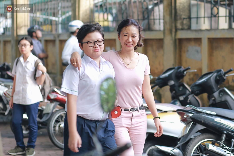 Ngày đầu thi tuyển sinh lớp 10 2018 Hà Nội: Kỳ thi khó hơn thi đại học - Ảnh 3.