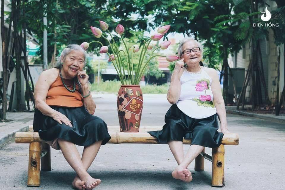Bộ ảnh Sen của 2 bà cụ khiến cư dân mạng ước ao lúc về già cũng có một BFF như thế - Ảnh 6.