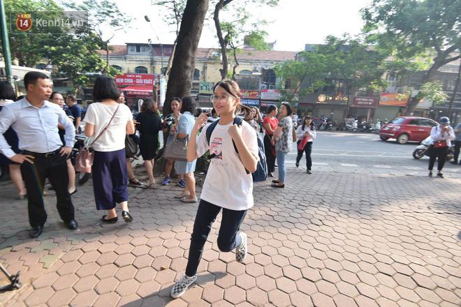 Ngày đầu thi tuyển sinh lớp 10 2018 Hà Nội: Kỳ thi khó hơn thi đại học - Ảnh 19.