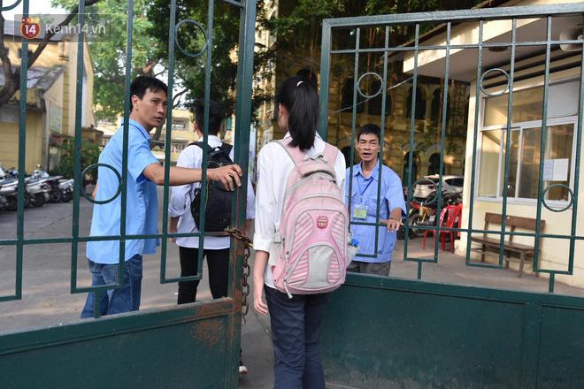 Ngày đầu thi tuyển sinh lớp 10 2018 Hà Nội: Kỳ thi khó hơn thi đại học - Ảnh 10.