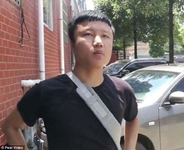 Lại xuất hiện thêm 1 spider man tại Trung Quốc, tay không leo 5 tầng nhà để cứu em bé treo lơ lửng - Ảnh 4.